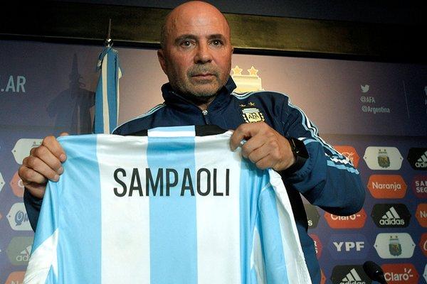 Con una frase del Indio Solari, Jorge Sampaoli estrenó cuenta de Twitter