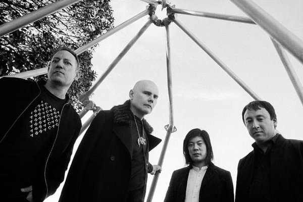 "Smashing Pumpkins anuncia un nuevo LP, ""Shiny and Oh So Bright, Vol. 1"""