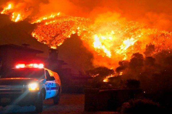 Miley Cyrus, Neil Young y Lady Gaga se cuentan entre los afectados por los incendios en California