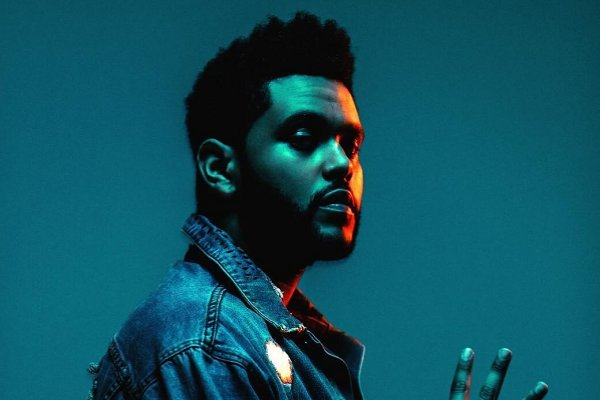The Weeknd publicó el single «Blinding Lights», con fuertes influencias de los 80
