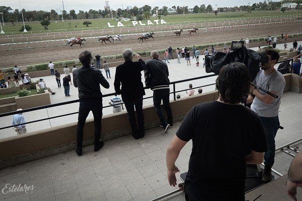 Estelares presenta el videoclip de «Ríos de lava», rodado en el Hipódromo de La Plata