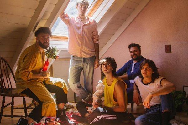 """Indios presenta el videoclip de """"Ya lo sé"""", el segundo adelanto de """"Besos en la espalda"""""""