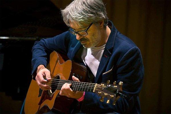 """Manuel Moretti: """"Mi oficio es escribir canciones y sostener grupos"""""""