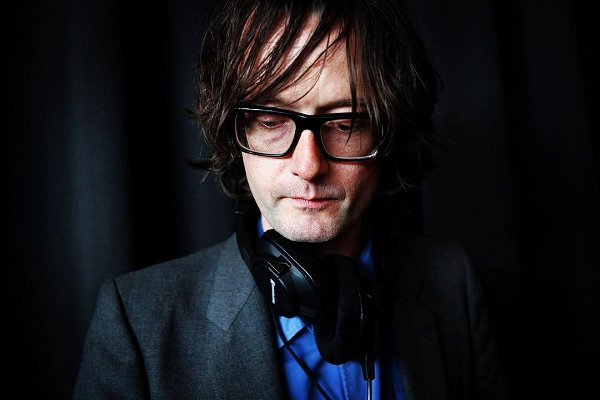 Jarvis Cocker tiene nueva banda… y nuevo single