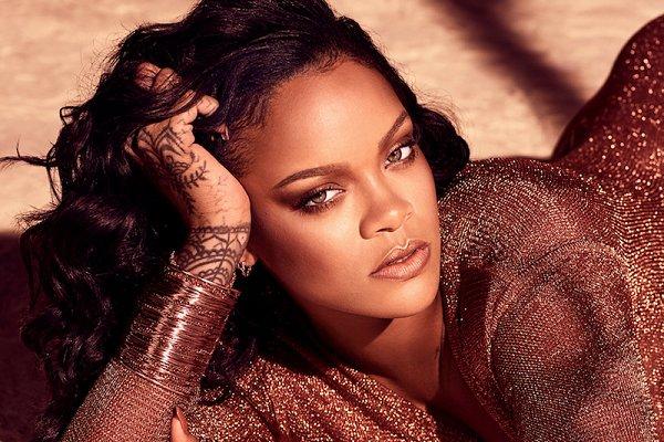 """Rihanna le pide a sus fans que no le pregunten sobre su nuevo disco mientras está """"tratando de salvar al mundo"""""""