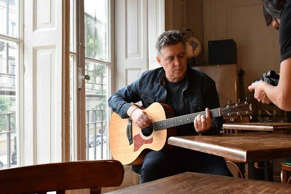 Rodrigo Manigot, cantante de Ella Es Tan Cargosa, se lanza como solista en compañía de Fito Páez