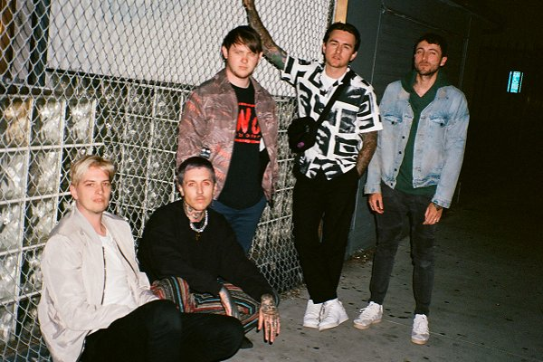 "Bring Me The Horizon estrenó el intenso videoclip de ""sugar honey ice & tea"""