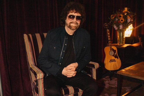"Jeff Lynne's ELO anuncia nuevo álbum, ""From Out of Nowhere"", y comparte el primer single"