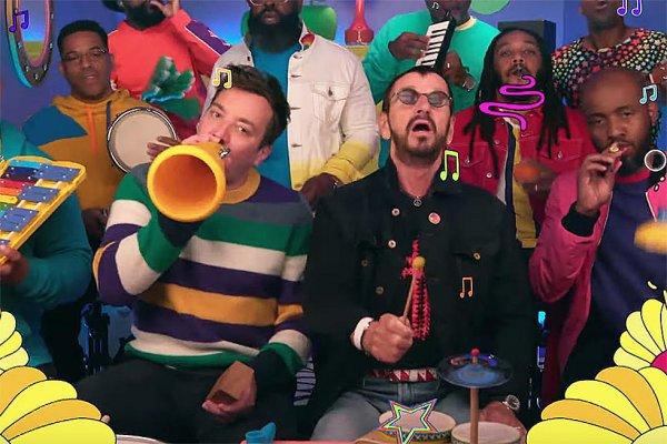 "Ringo Starr tocó ""Yellow Submarine"" con instrumentos de juguete"