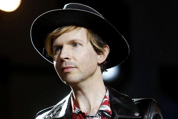 """Beck estrenó el videoclip oficial de """"Uneventful Days"""""""