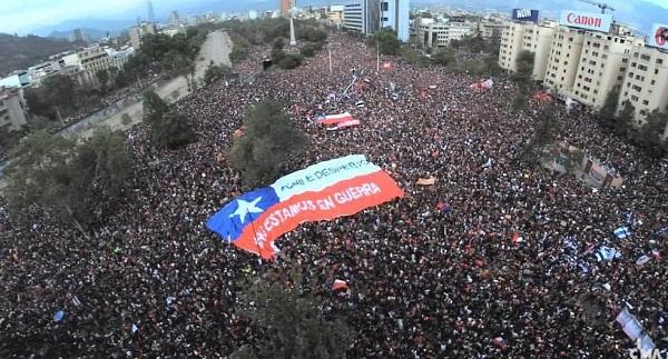 """En apoyo a las protestas, artistas chilenos graban una versión de """"El derecho de vivir en paz"""", de Víctor Jara"""