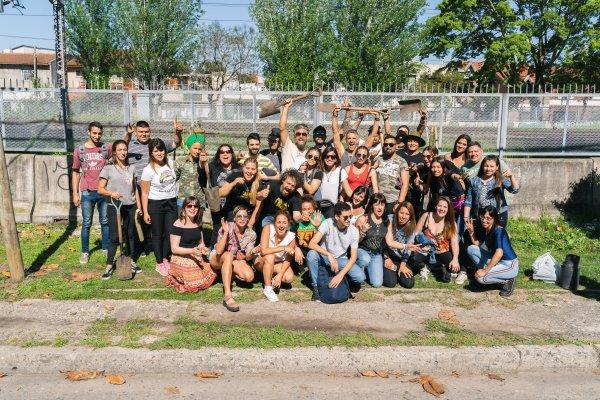 Los Cafres celebran sus 30 años de carrera plantando 30 árboles