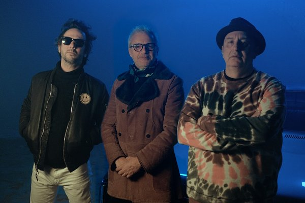 Poncho adelanta su próximo álbum con el single y videoclip «She Don't Care»