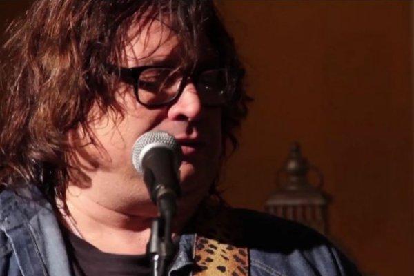 Sarcófago inicia su carrera solista con los singles «Astrofunk» y «Dominante»