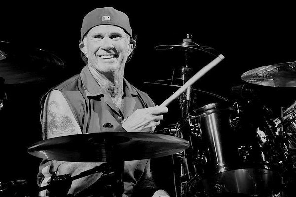 Chad Smith confirma nuevo álbum de Red Hot Chili Peppers con John Frusciante