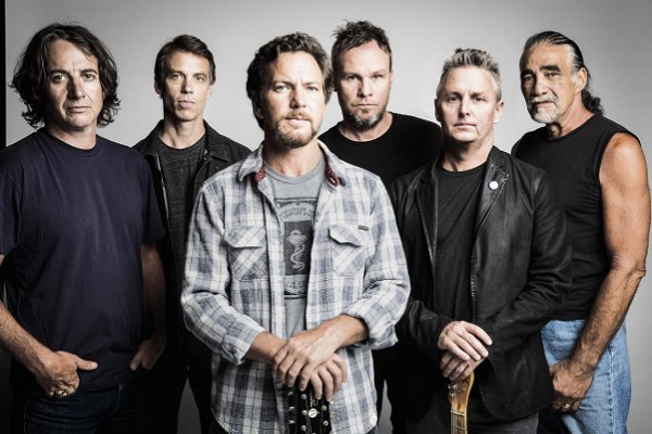 Pearl Jam crea una «tormenta perfecta» en el single «Dance of the Clairvoyants»