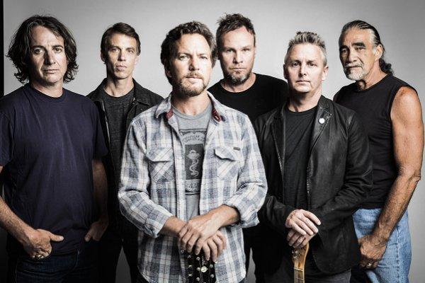 "Pearl Jam retoma el pulso rockero en ""Superblood Wolfmoon"""