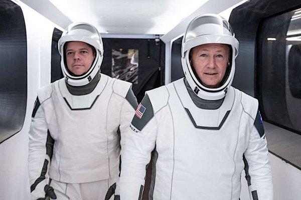 Los astronautas de SpaceX escucharon AC/DC rumbo al lanzamiento y se despertaron en el espacio con Black Sabbath