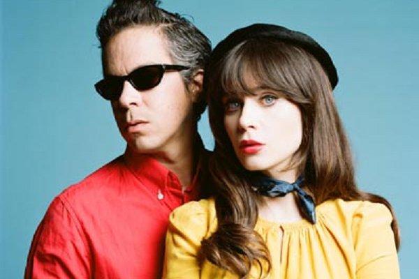 El dúo She & Him compartió un cover de los Beach Boys grabado en cuarentena