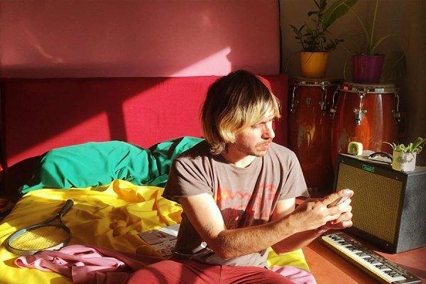 Alfonso El Pintor combate el insomnio con «Mensajitos al Amanecer»