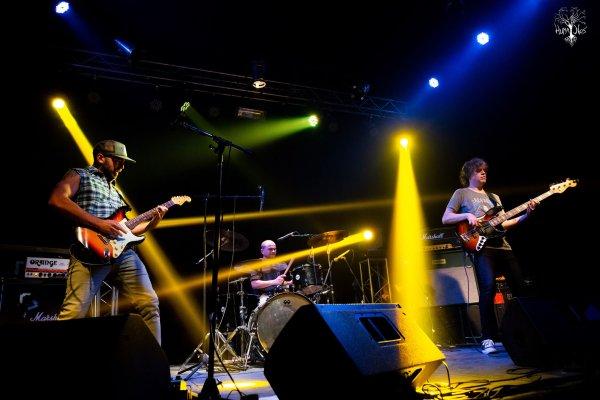 El trío Huma Nos estrena «Epifanía», el tercer adelanto de su disco debut