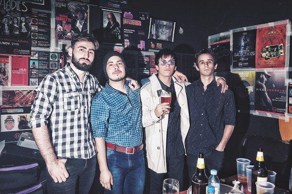 """Desembarco: """"Somos una banda de brit rock con toque argentino y letras en castellano"""""""