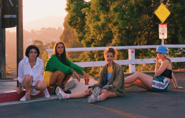 "Hinds reversiona el clásico de The Clash ""Spanish Bombs"""