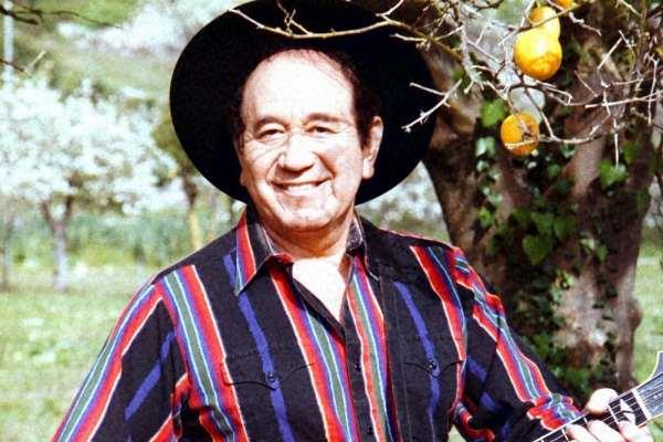 Por complicaciones con el coronavirus murió el popular músico y actor Trini López