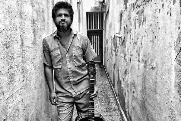 Maxi Prietto, líder de Los Espíritus, lanza EP solista con homenaje a Oscar Alemán y al rock and roll clásico