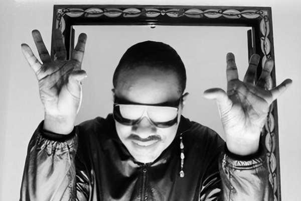 Tras recibir un trasplante de riñón, Stevie Wonder vuelve al ruedo con dos nuevas canciones