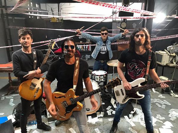 La Mancha de Rolando comparte el videoclip de «El Baile del Millón»