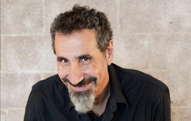 Serj Tankian anuncia la fecha de lanzamiento del EP «Elasticity» y comparte el primer single y video