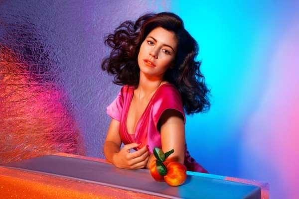 La cantante galesa Marina estrenó «Purge the Poison», el primer adelanto del álbum «Ancient Dreams in a Modern Land»