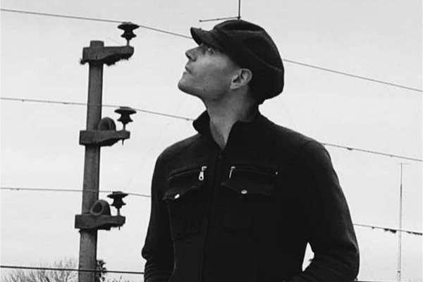 El músico nicoleño Valentín Piú presenta el single «Petit Verdot»