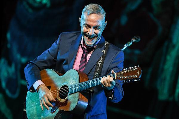 Pedro Aznar presenta su álbum «Flor y Raíz» en el Gran Rex de Buenos Aires