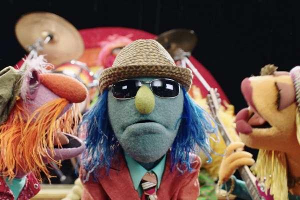 Los Muppets versionan el clásico de Electric Light Orchestra «Mr. Blue Sky»