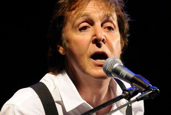 Paul McCartney confesó que cuando era niño estaba enamorado de Isabel II