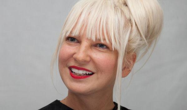 Sia interpreta el clásico «California Dreamin» para el filme «San Andreas»