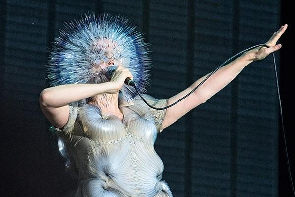 Björk presenta el arte de tapa y la fecha de lanzamiento de «Utopia»