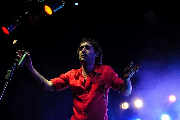 Pier presenta el videoclip de «Puñalada certera»