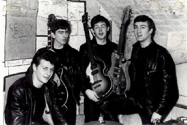 Subastan en Nueva York el primer contrato de los Beatles