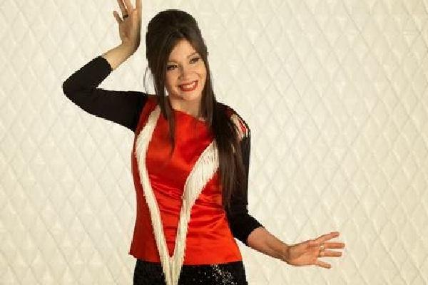 Isabel de Sebastián anticipa su álbum «Luz y fuerza» con el single y video «Todo baila»