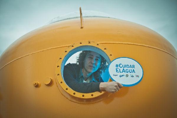 Javier Calamaro presenta un concierto submarino