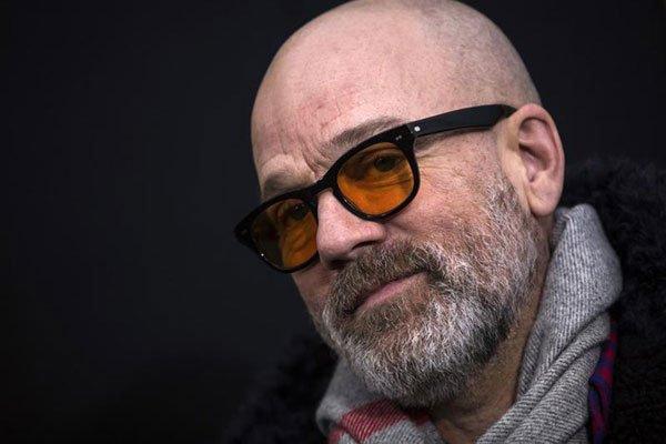 Michael Stipe aprovecha el furor de un clásico de R.E.M. para recordar consejos ante el coronavirus