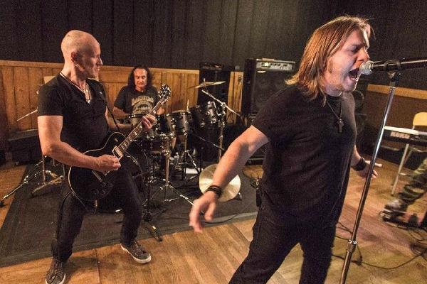 La banda Last in Line, con tres ex miembros de Dio, lanza su single debut