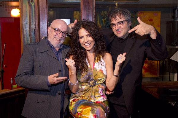 Patricia Sosa, Juan Carlos Baglietto y Lito Vitale presentan el espectáculo «Agitando pañuelos»