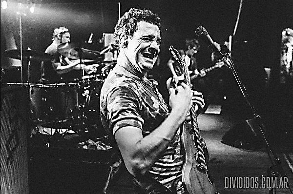 Divididos lanzó «Insomnio», un nuevo tema grabado en cuarentena