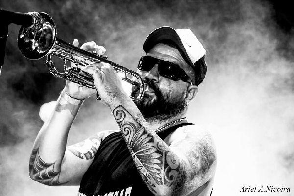 Hugo Lobo presenta «Stay Rude!», su segundo disco solista