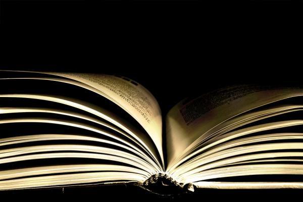 Celebramos el Día del Libro con 10 canciones inspiradas en libros o escritores