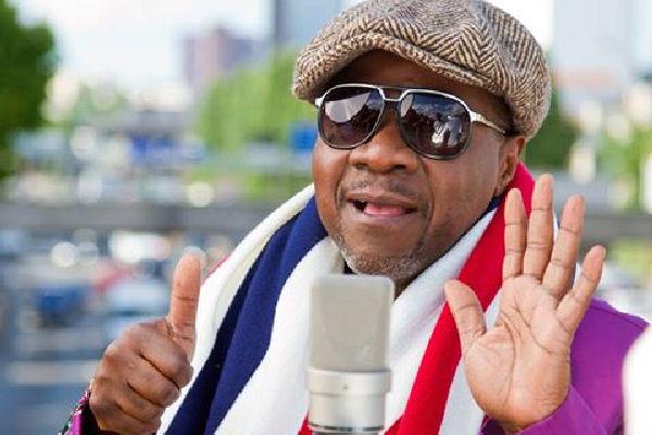 Falleció sobre un escenario el influyente músico africano Papa Wemba